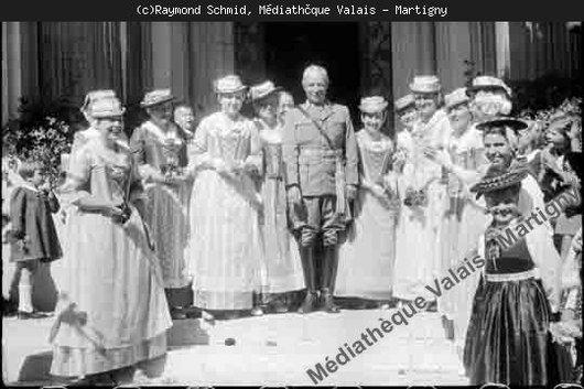 Le Général Guisan et les dames de Sion, 1939