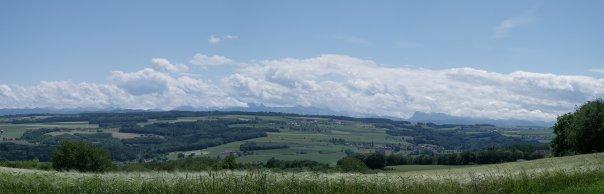 Vue des Préalpes fribourgeoises depuis Beauregard au dessus de Surpierre