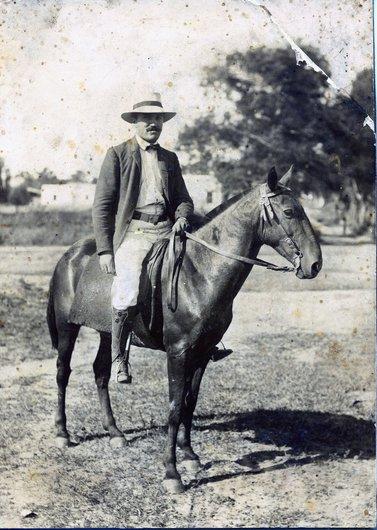 Paul Delacoste, à cheval, sans lieu ni date