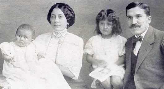 La famille de Paul Delacoste, en 1913, photographiée à Montreux