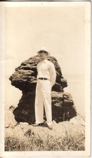 Arthur au bord de l'Atlantique ou du Lac Michigan : en arrivant à la plage, juin 1934