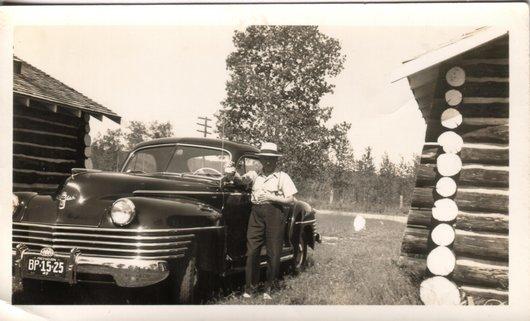 Arthur et ses voitures : un modèle plus puissant, Michigan, 1942