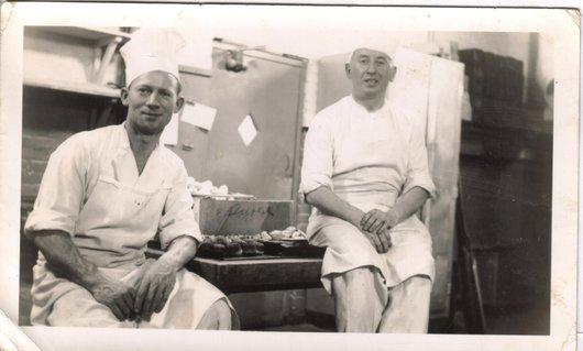 Arthur dans les cuisines d'un hôtel américain