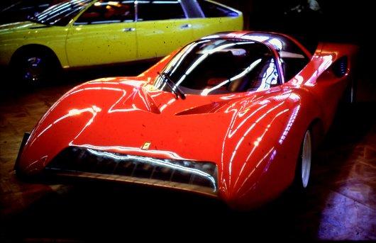 Auto Salon Genève '68 -  Ferrari ne pouvait pas manquer...