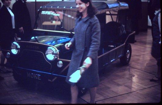 Auto Salon Genève '68 - La jeune fille est satisfaite...