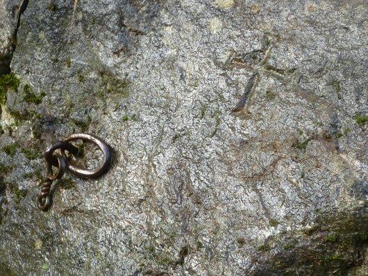 Détail de la pierre à la Croix du Saloz