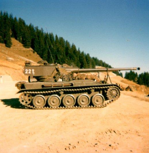 Char léger 51 AMX 13 Hongrin 1979