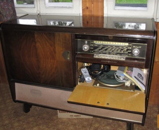 meuble radio tourne disques notre histoire. Black Bedroom Furniture Sets. Home Design Ideas