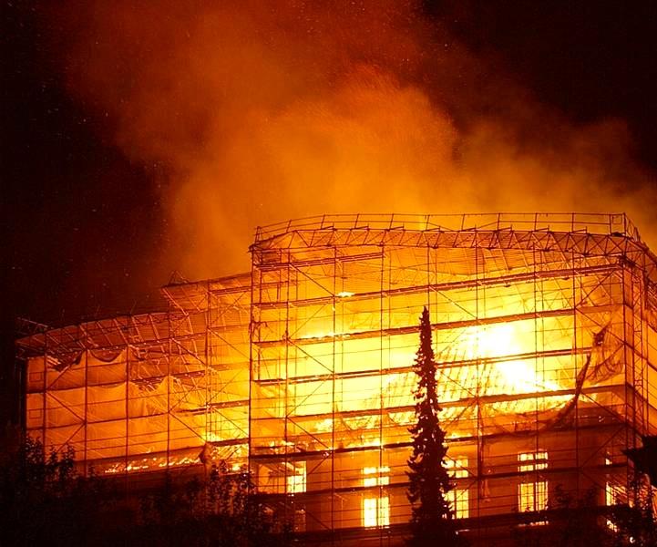 Salle perregaux apr s l 39 incendie notre histoire for Airess incendie