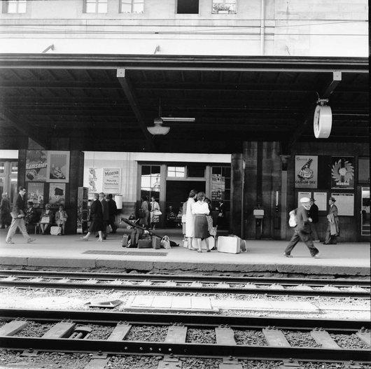 Voyageurs en gare de Lausanne