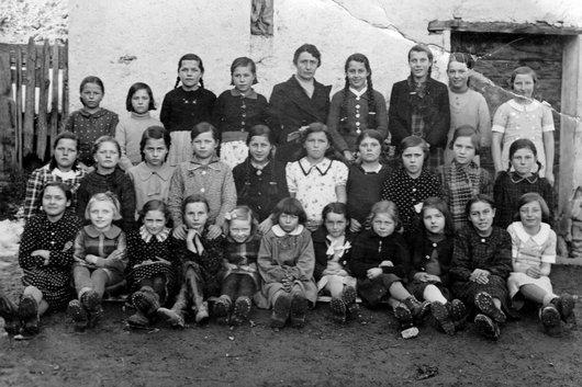 Mollens, école primaire, les filles