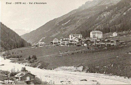 Zinal, vue sur le village et les hôtels