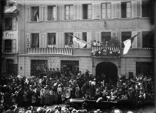 Visite du général Pau aux internés français, Bulle