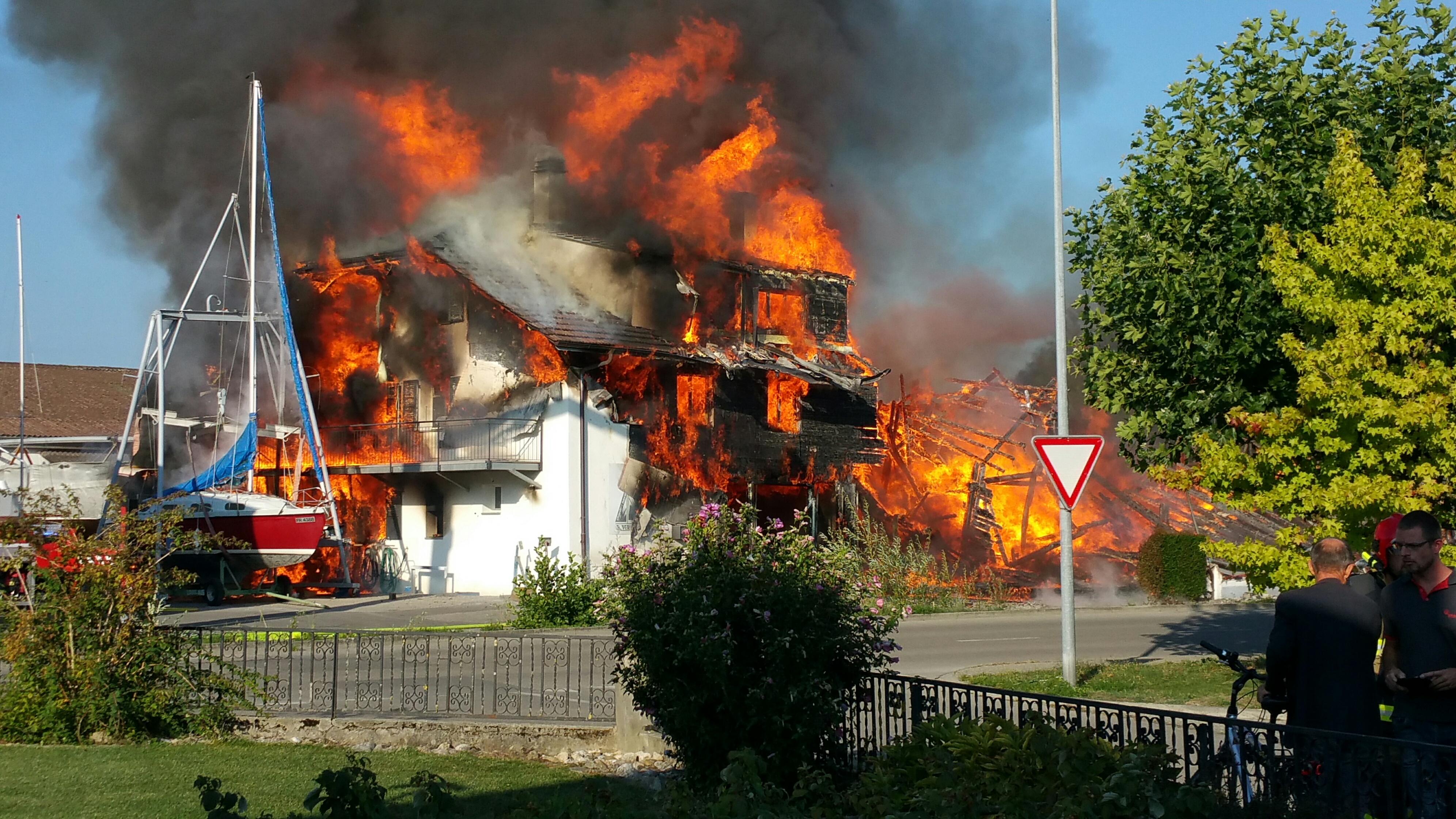 Estavayer le lac incendie chantier naval p risset for Airess incendie