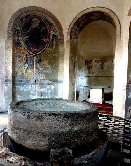 Le baptistère de Riva San Vitale