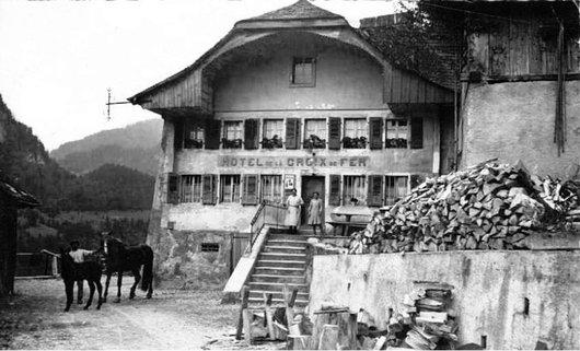 Allières, Hôtel de la croix en fer