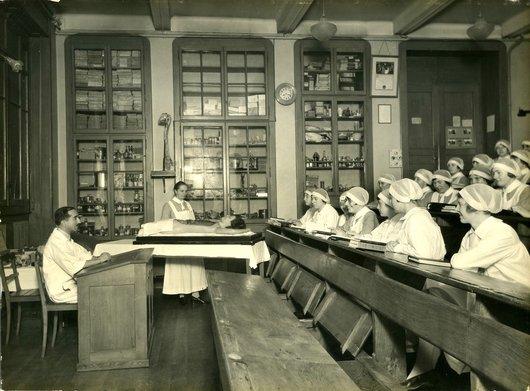 Cours d'anatomie à La Source en 1927