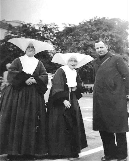 Fribourg, Soeur Léontine et le curé Nöel