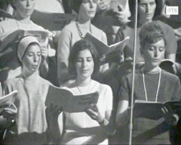 Au centre: la soliste Yvonne PERRIN, Bach par le CHOEUR DE L'UNIVERSITÉ DE LAUSANNE et Michel CORBOZ, Cathédrale de Lausanne, RTS, 25 mai 1966, cliquer pour une vue agrandie