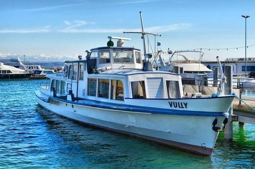 Le M/s Vully au port de Neuchâtel