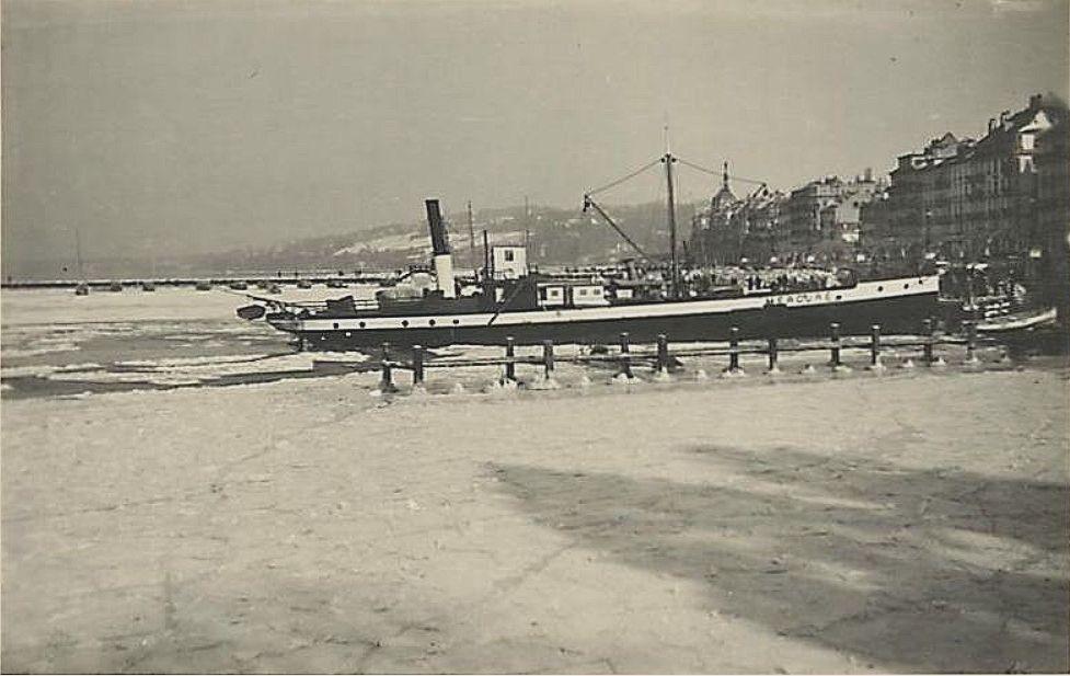 Genève le bateau Mercure dans la glace