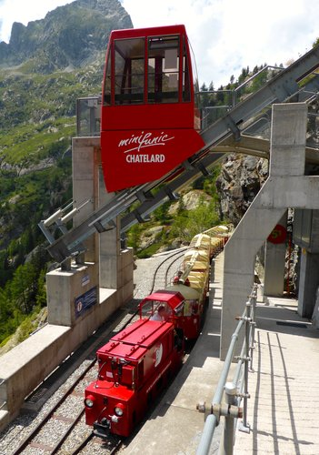 Emosson: train et funiculaire