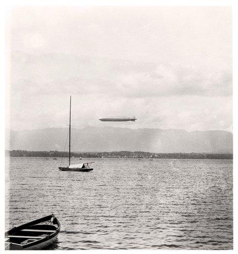 Le Zeppelin au-dessus du Lac Léman