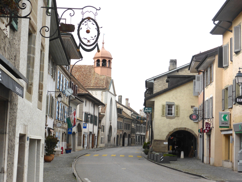 Coppet, rue du village