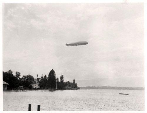 Le Zeppelin vu de Corsier Port