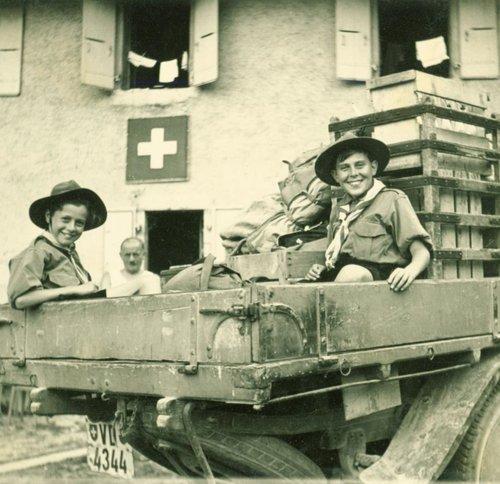 Ravitaillement pour Les scouts en Unimog