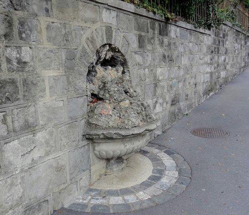 Fontaine mystérieuse