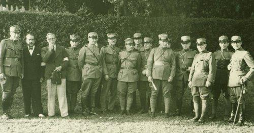Le 5 ème officier... le capitaine Guisan 1939
