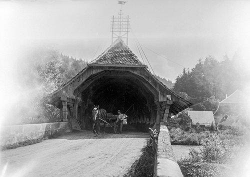 Le vieux pont couvert de Gümmenen vers 1910