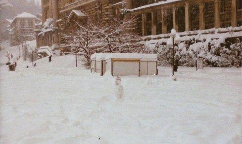 Lausanne - Bonhomme de neige à la Riponne