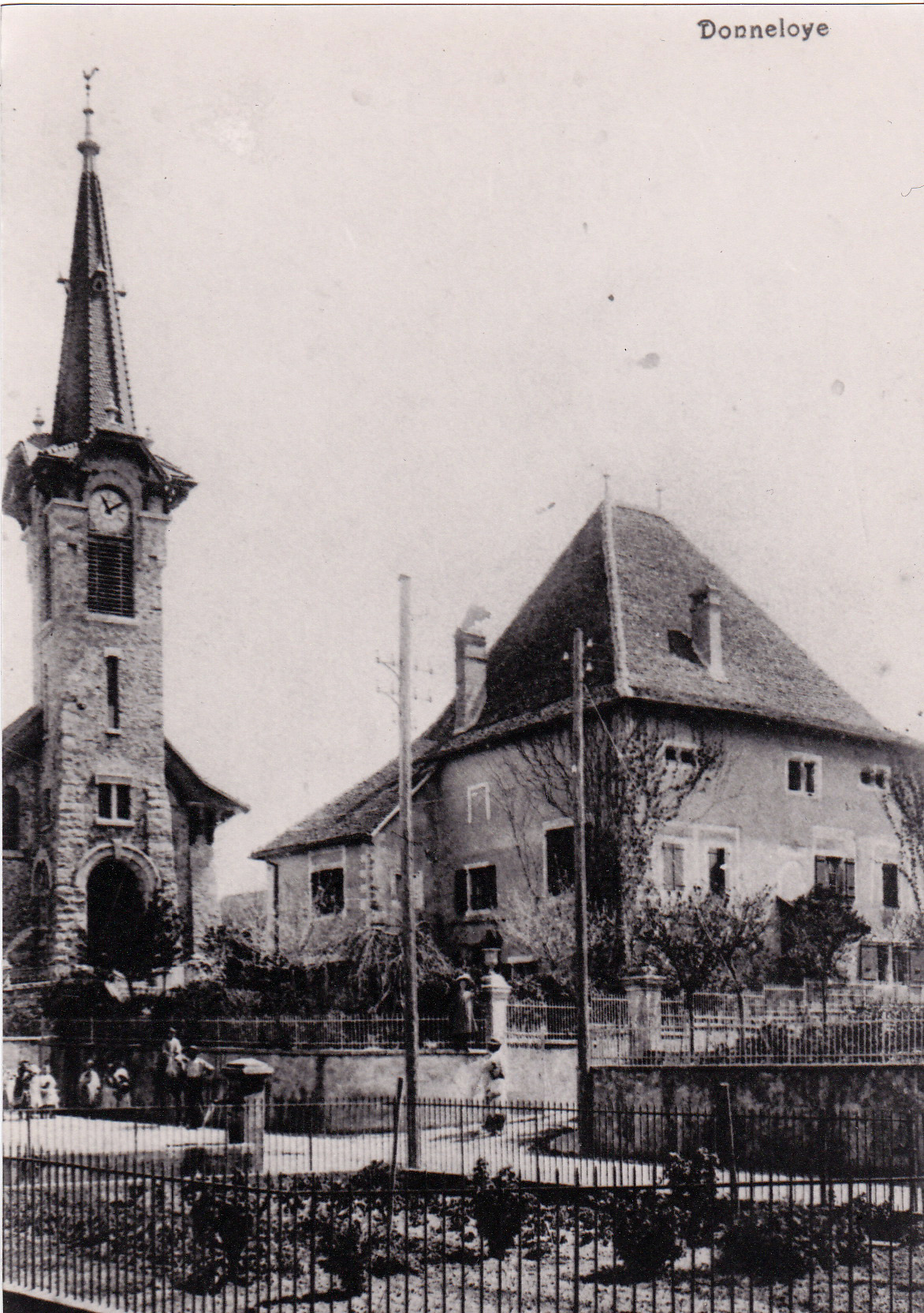 Le château de Donneloye en 1904