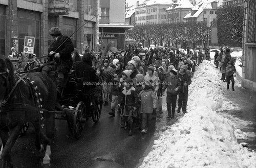 Visite du Père Noël(4). La Chaux-de-Fonds, 1974
