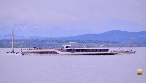Le M/s Rousseau sur le lac de Neuchâtel