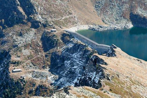 Le lac et barrage de l'Illsee en 2017
