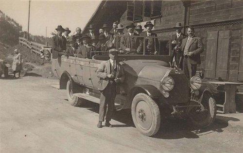 Autocar de la maison Louis Lavanchy
