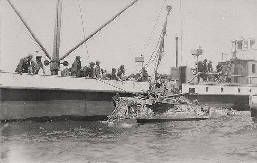 Lausanne Ouchy un Hydravion s'écrase
