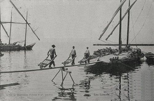 Genève déchargement d'une Barque