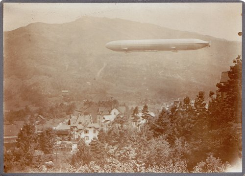 Zeppelin au-dessus de Goldau