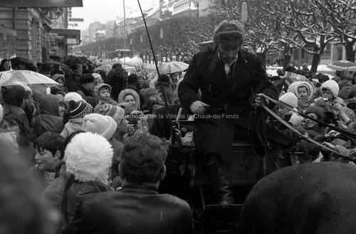 Visite du Père Noël(3). La Chaux-de-Fonds, 1974