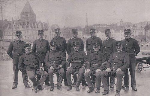 Lausanne Ouchy groupe de Militaires